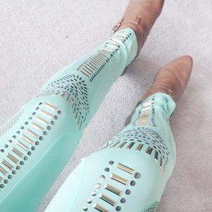 • mint leggings •