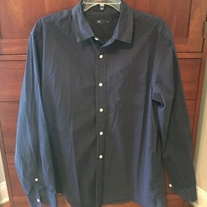 Men's long sleeve shirt by Gap.