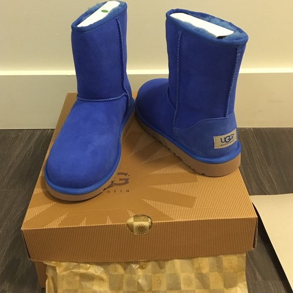 electric blue ugg mini