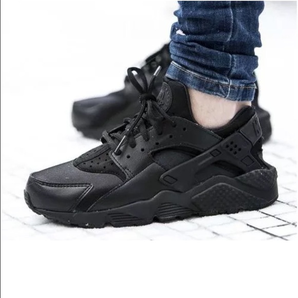 39a5b6c9f0cc NWB Nike Triple Black Air Huarache Run Women s 6