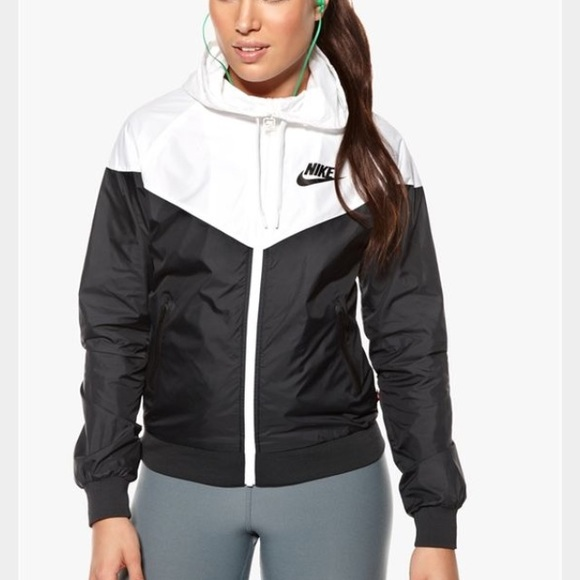27a6c071d Nike Women's Black & White Windbreaker. M_57b66fc7981829e47d006a7c