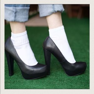 988b21d17e2 Steve Madden Shoes - ✨SALE✨Steve Madden Danitty Leather Platform Pump
