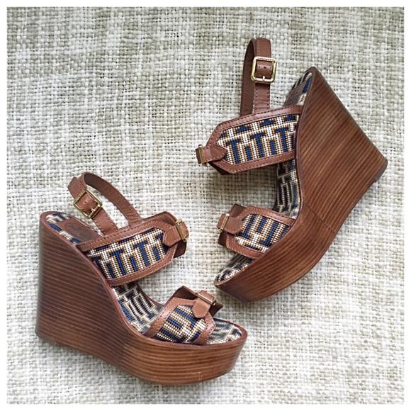 Tory Burch scarpe   Buckle Sale Embroiderosso Buckle  Wedge   Poshmark a891bf