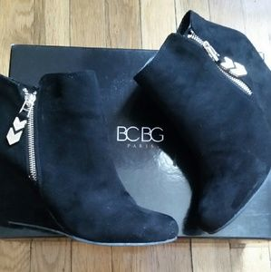 bcbg wedge boots on poshmark