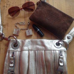 B Makowsky Handbags - Beautiful Authentic B Makowsky Gold Leather Purse