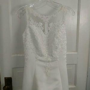 Dresses & Skirts - Wedding dress & veil size 2