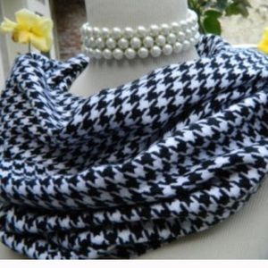 Boutique Accessories - NWT Houndstooth Scarf