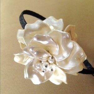 Accessories - NWT Ivory Pearl Flower Bridal Headband