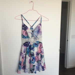 LF Dresses & Skirts - Floral and Lace Dress 🌸