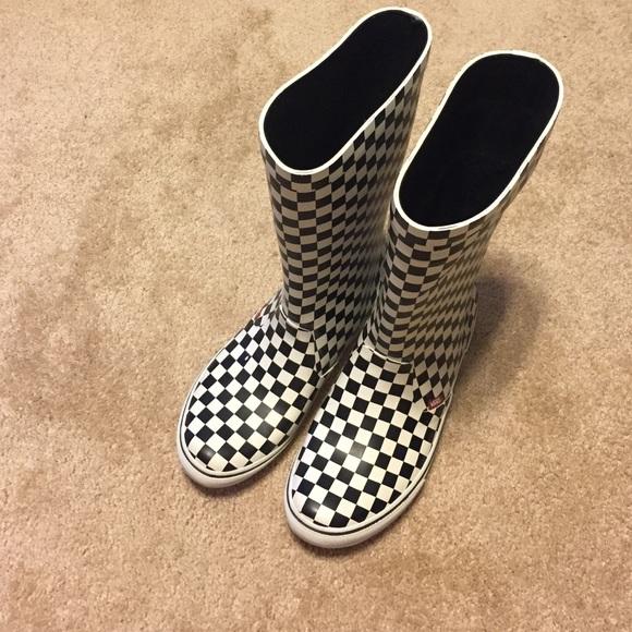 acdc57bf6da Vans Black and White Checkerboard Rain Boots. M 57b78d154127d085af000100