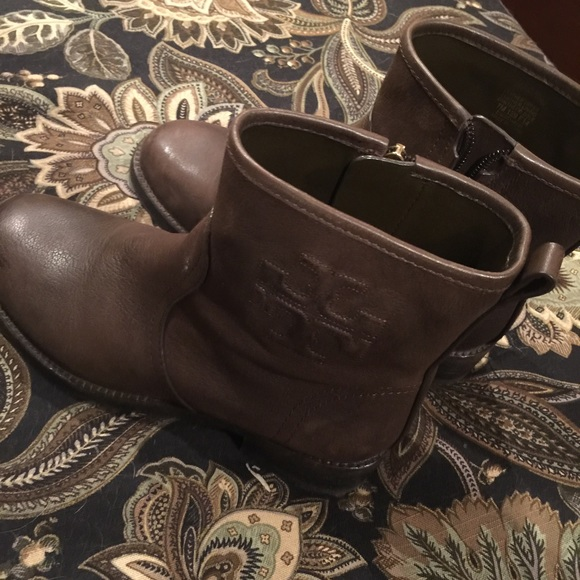 363b08ac4f27 Authentic new Tory burch Simone ankle boots