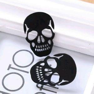 Jewelry - ❤New big halloween black skull earrings