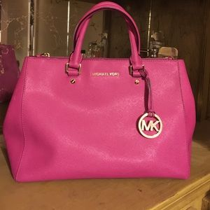 michael kors neon pink handbag on Poshmark #1: s 57b87fe5522b f32