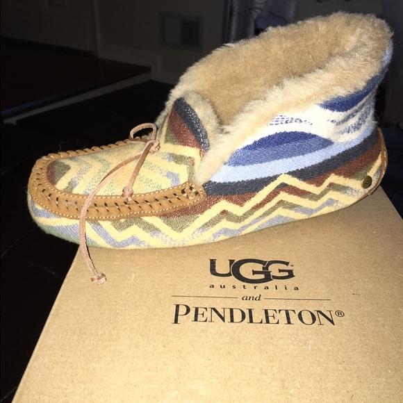177e6c04cf3 Alena Pendleton chestnut UGG slippers size 9
