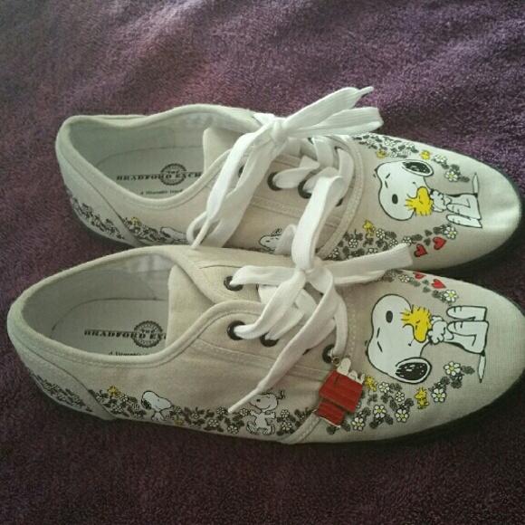 7acf6b5b22 Bradford exchange Snoopy shoes. M 57b8a21b713fdebfde0013bf