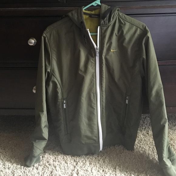 d369b158b326 Medium dark green Nike jacket w hood. M 57b8a3362fd0b744cf001566