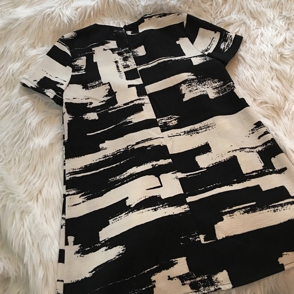 Good Time Tops - Black on white cropped High low top