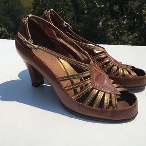 AEROSOLES Shoes - Aerosoles Vacant Cot Brown Gold Heels 9