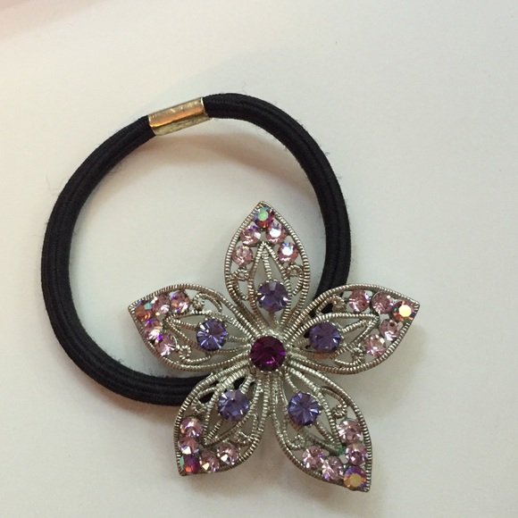 Swarovski crystal hair tie. M 57b8b3484e95a34101003b4f 3d3cb1964ca