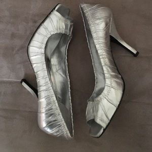 Guess by Marciano Shoes - Guess 7.5M silver leather peep toe pumps