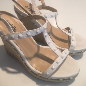 White pyramid stud wedges