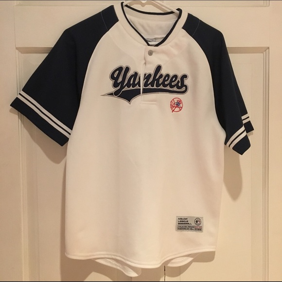 Other - Yankees shirt