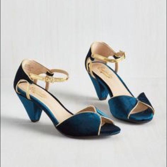 fbfdba2395f6dc Blue Velvet Seychelles Kitten Heels NIB