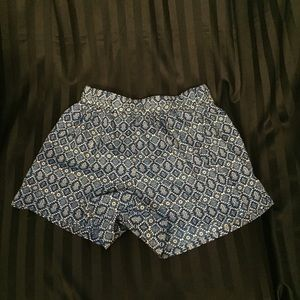 Caramel Pants - Cute palazzo shorts. Blue with fun pattern.