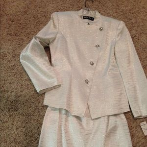 NYNY silver suit/skirt new tags