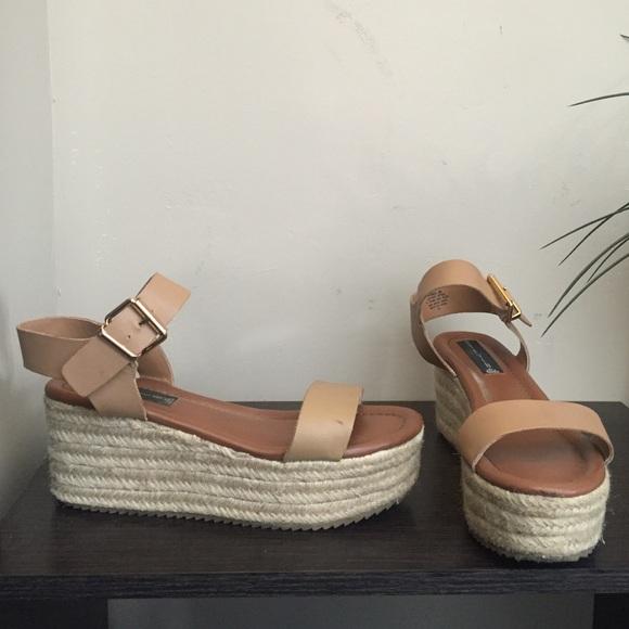 68dcb7221e2 Steve madden sabbie sandal size 8. M 57b9c27478b31c2cd4003348
