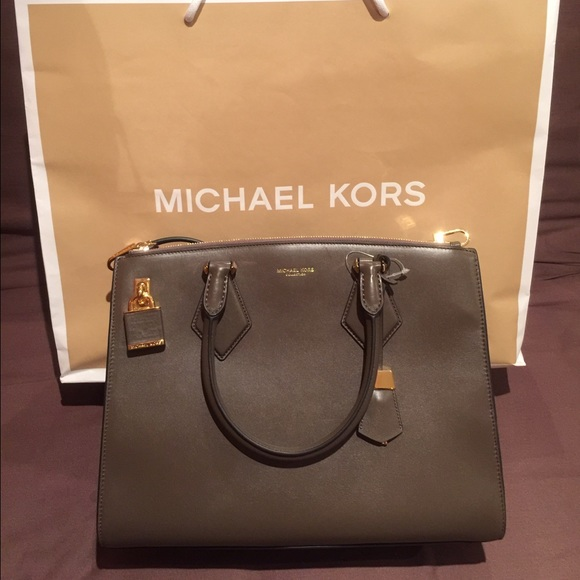 Michael Kors Bags   Collection Bag Casey   Poshmark f71be36fc1