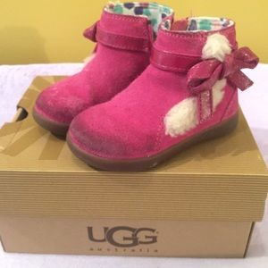 Infant sz 6 UGG boots with box