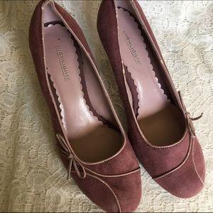 Pink Vintage Looking Sueded Pumps