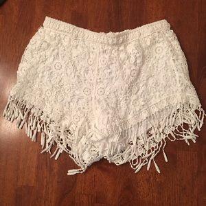 LA Hearts Pants - White lace fringe shorts