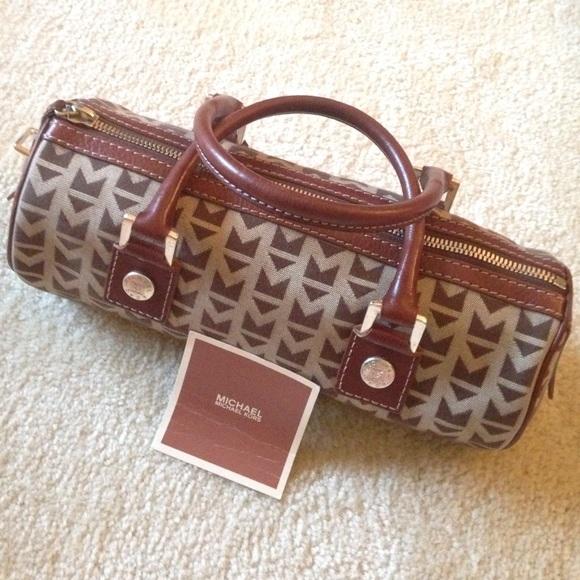 1c1367743b79 Vintage Michael kors jacquard signature handbag. M_57b9ebec78b31c7b73008763