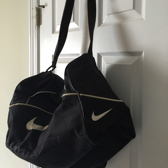 91% off Nike Handbags - Nike Gym/ Weekend Bag from Island's closet ...