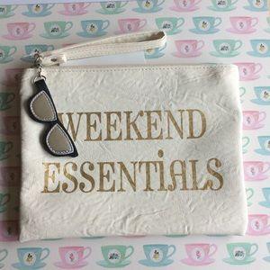 Handbags - NWT weekend essentials large makeup bag/wristlet