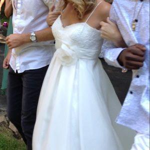 604b81e70538 David's Bridal Dresses - 💞Ivory, Spaghetti Strap, Empire Waist Ball Gown ✨