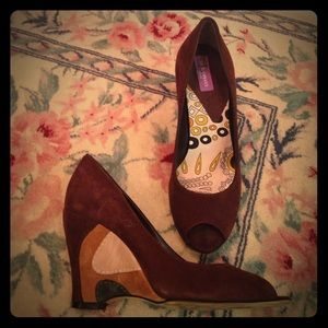 Emilio Pucci brown suede peep toe wedge. Size 35