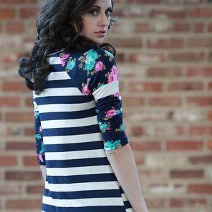 SALE- Floral Print Sleeve Top