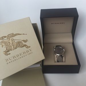 Classic Burberry Women's leather watch