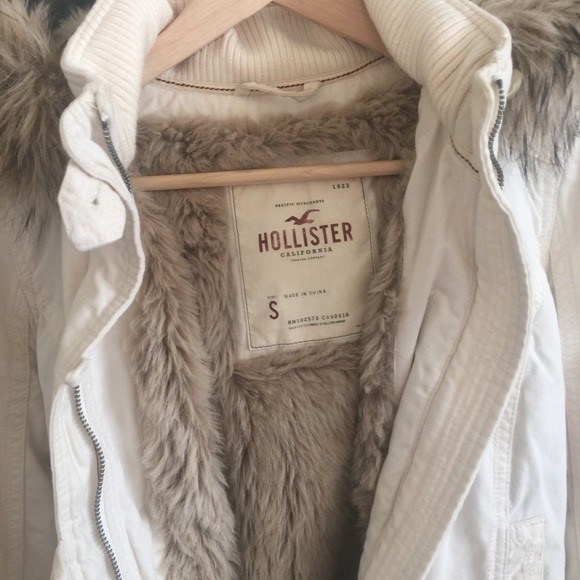 Hollister Jackets & Coats - Hollister faux fur jacket in S