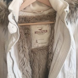 Hollister Jackets & Coats - Hollister faux fur jacket in S