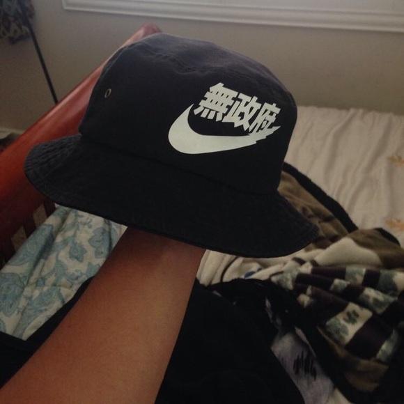 5e02e20ee chinese tumblr nike bucket hat! NWT
