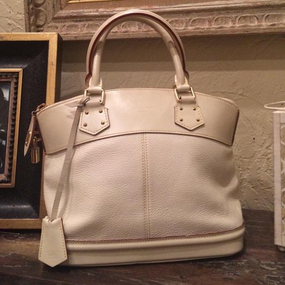 Louis Vuitton Handbags - Auth Louis Vuitton Blanc Suhali Lockit PM e02de72be6ec5