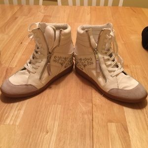 White Aldo shoes. Size 8.5