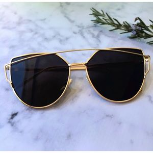 Accessories - ✨HP✨ Black Mirrored Sunglasses, Cat Eye Sunglasses
