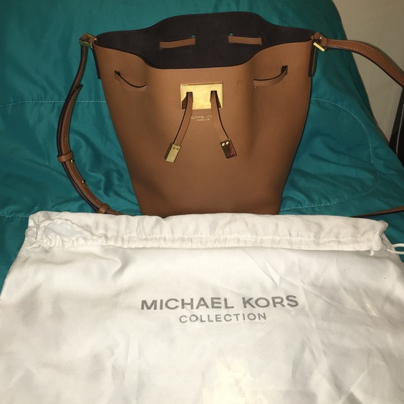MK collection Bucket shoulder bag Brown gold. M 57badf186d64bc71420152f7 db2c3f7f3041a