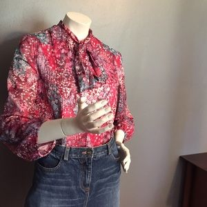 Gorgeous vintage floral top.