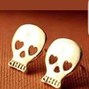 Jewelry - New gorgeous gold tone skull earrings